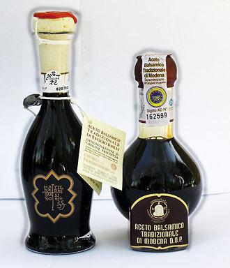 Traditional_Balsamic_Vinegars_of_Modena_(left)_and_Reggio_Emilia_(right)